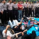 Mahasiswa UKI Demo BBM Ditembaki Gas Air Mata