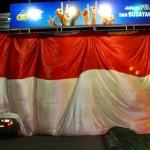 Bendera Raksasa Berkibar di Kuningan