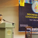 Pipin Sopian memberikan paparan tentang kepemimpinan dalam acara Indonesia Student Leadership Camp 2012 di hadapan 100 Ketua OSIS di kampus UI, Depok, Kamis (01/11/2012)