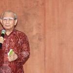 Emil Salim menekankan pentingnya ilmu pengetahuan bagi generasi muda untuk memimpin Indonesia di masa depan dalam acara Indonesia Student Leadership Camp 2012 di Kampus UI Depok, Sabtu (03/11/2012).