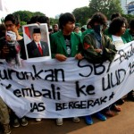 Mahasiswa Unas Bakar Boneka SBY