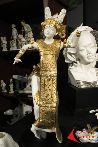 Patung Penari Bali Koleksi Obama Ada Di Inacraft 2013