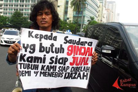 Sugiyanto saat hendak meninggalkan Bundaran HI, Jakarta, Rabu, (26/06 ...