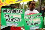 Aktifis lingkungan berunjuk rasa di Manila memprotes pembukaan lahan pertambangan berskala besar di Philipina. bahan tambang menjadi produk ekspor andalan Philipina. (Credit: ABC)