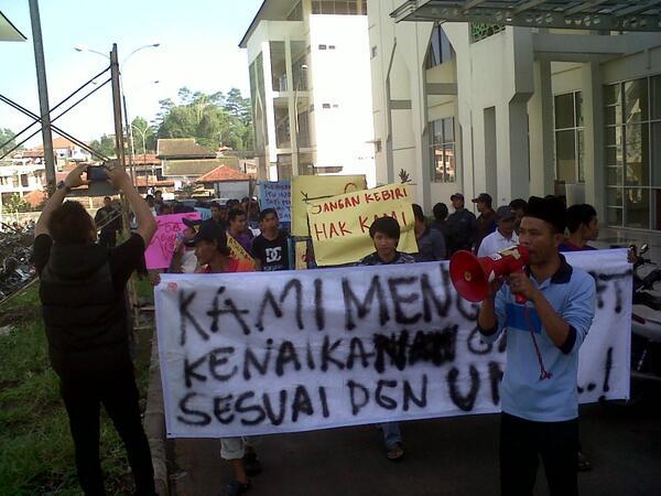 28 04 2014 OB UIN Banung Tuntut UMR