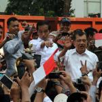 Diarak ke Istana, Jokowi Dielukan Warga