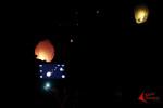 Komunitas Earth Hour Pontianak menerbangkan lampion saat puncak acara kampanye Earth Hour 60+ di Alun-alun Kapuas, Pontianak, Sabtu malam (28/03/2015). Aksi penghematan energi dengan memadamkan lampu selama 1 jam ini didukung oleh Pemerintah Kota Pontianak dan berbagai komunitas kreatif. FOTO : FRINO BARIARCIANUR