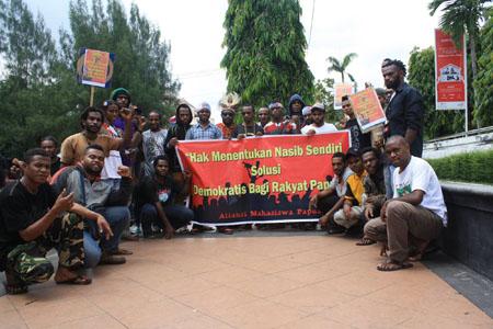 Aliansi Mahasiswa Papua Semarang dan Salatiga.