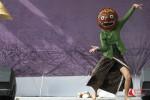 Anouk Wilke, penari asal Belanda yang menempuh pendidikan di ISI Yogyakarta menampilkan nomor Memedi Sawah dalam Gunungan International Mask & Puppets Festival 2015 di Bale Pare, Kota Baru Parahyangan, Kabupaten Bandung Barat, Minggu (24/05/2015).
