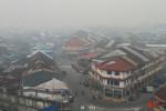 Kabut asap menutupi kota Singkawang, Kamis (10/09/2015.