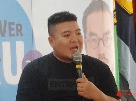 "Gilang Hardian, pengusaha helmet retro ""ANAJIDAN"". FOTO : ENCEP SUKONTRA"