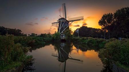 Matahari terbenam di Amstelveen, Belanda. Supplied: Ading Attamimi