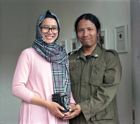 Aminuddin TH Siregar dan Herra Pahlasari, pasangan suami isteri yang aktif membangun seni rupa di kota Bandung. (dokumentasi Aminuddin TH Siregar)