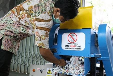 Kurangi Limbah Dengan Mesin Pencacah Plastik Kresek